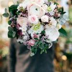 Blumenstrauss frontal Blumengeschenk Pfingstrosen