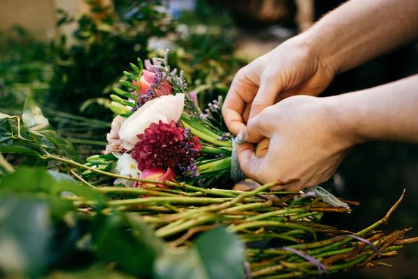 Blumen binden Blumenstrauss Blumenhaus