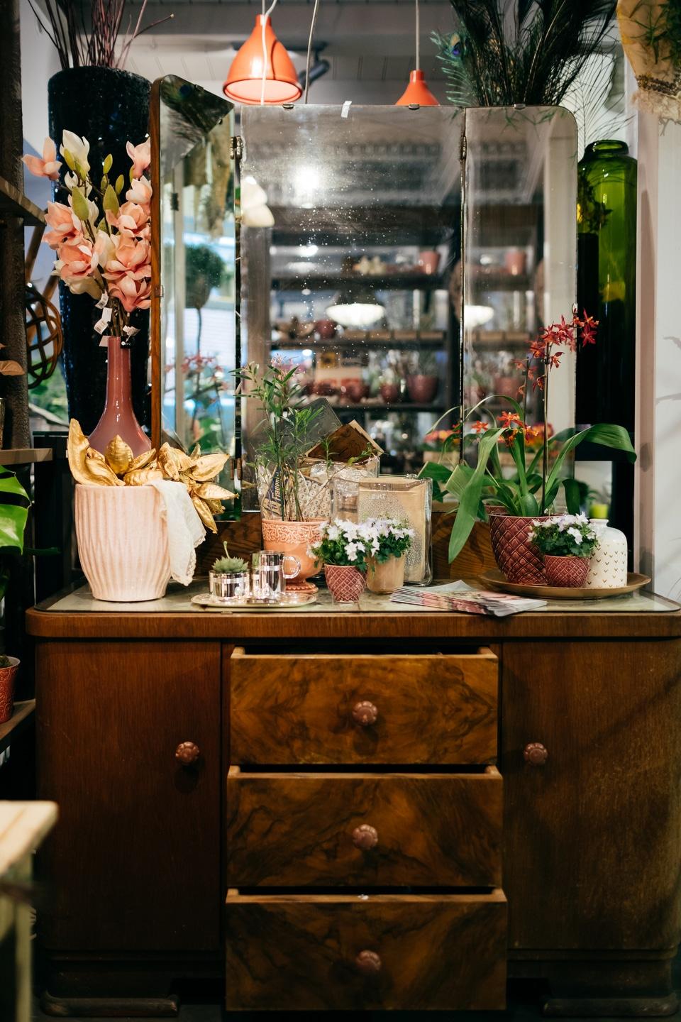 Blumenladen Einrichtung Blumendekoration Kommode Vintage