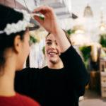 Anprobe Blumenschmuck Hochzeitsblumen Hochzeitskranz