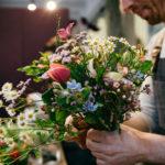 Blumenladen Blumenstrauss binden