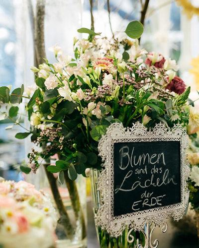 Blumenstrauss Blumen sind das Lächeln der Erde