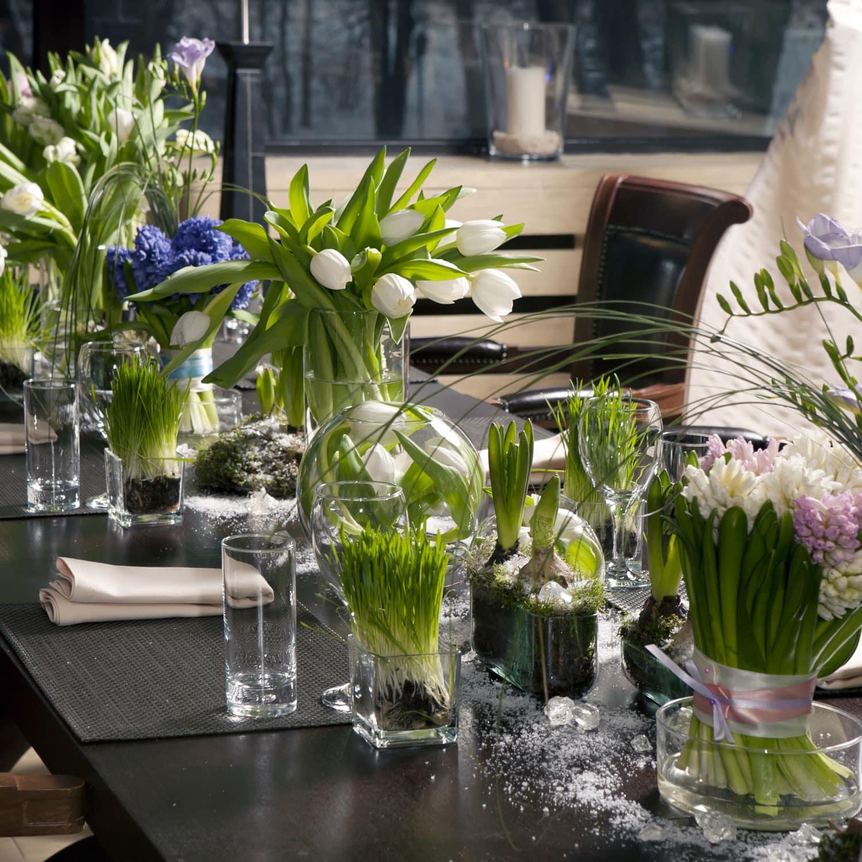 shutterstock_69136960 Blumendekoration Tulpen Tischdekoration